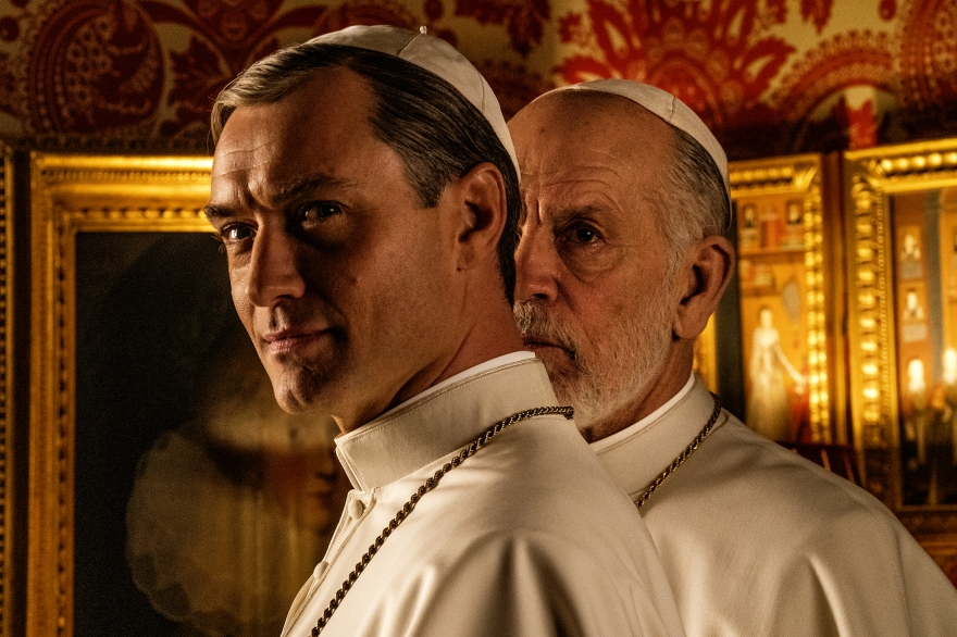 52414-the_new_pope_-_jude_law_and_john_malkovich__credits_-_gianni_fiorito_